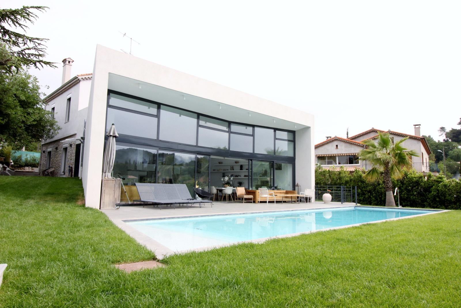 Vente mougins superbe villa avec extension contemporaine for Greentown villas 1 extension